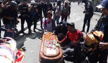 Gasifican a la movilización de El Alto que con ataúdes intentó ingresar a la plaza Murillo