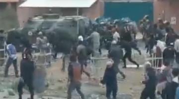 Cochabamba: Bloqueadores atacan a policías y militares e impiden ingreso al botadero de Kara Kara
