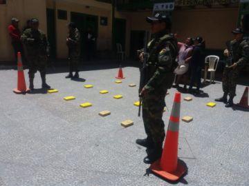 FELCN secuestra droga y un vehículo en la carretera Uyuni Tupiza