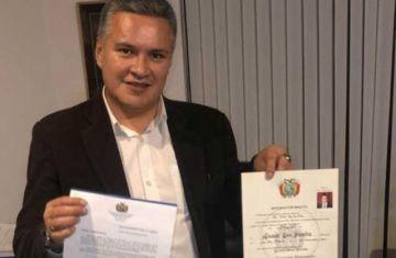 Restituyen el título de abogado a Eduardo León