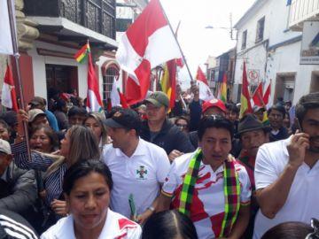 Se realiza la marcha por la defensa de la democracia y pacificación del país