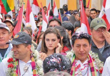 Ex candidata del MAS llegó con Camacho a Potosí