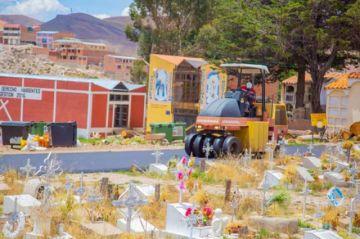 Vacían pavimento flexible en calles y avenidas del cementerio general