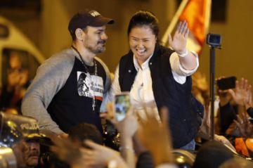 Keiko Fujimori reaparece en familia un día después de dejar prisión en Perú