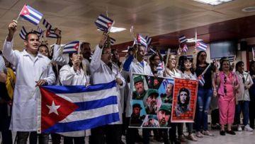 Bolivia pagaba casi un millón de dólares a los médicos cubanos