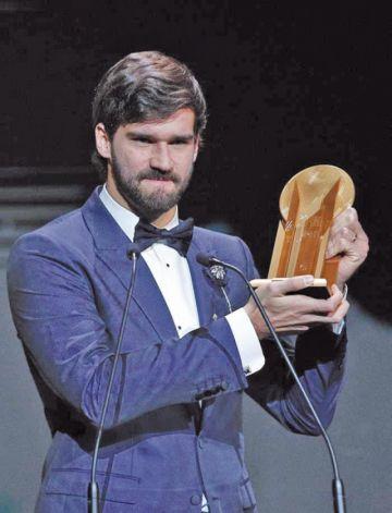 Alisson logra el trofeo Yashin al mejor portero