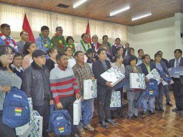 Entregan computadoras a 516 profesores en Potosí