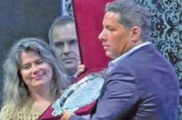 """Del Rincón pide a los bolivianos no elegir de presidente a un """"payaso"""""""