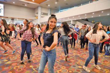 """Culturas realiza el primer """"flash mob"""" de música"""