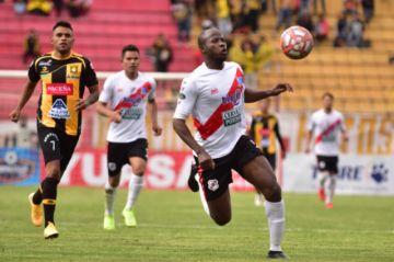 Yony Angulo se perfila para reemplazar  a Enzo Maidana en la ofensiva