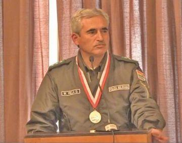 Coronel Villa recibe una condecoración