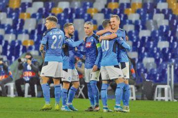 """Nápoles vence a Genk en el estadio de """"San Paolo"""""""