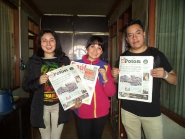 Jóvenes voluntarios socializan una navidad ecológica