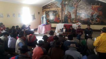 Los concejales escuchan a los pobladores de Karachimpampa