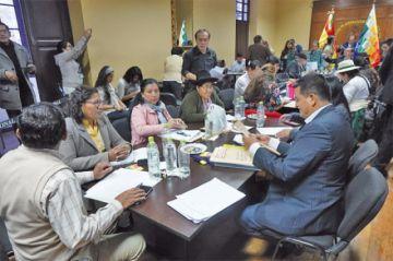 La Comisión Legislativa habilita a 367 aspirantes a las vocalías del TSE