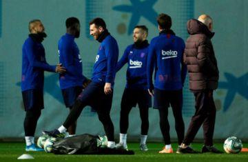 """Barza y Real se miden en el """"Camp Nou"""" en busca de adueñarse del clásico español"""