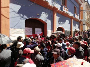 Toman edificio del Ministerio Público exigiendo renuncia de fiscales