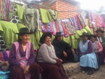 Recatan saberes en elaboración de telares en Azángaro