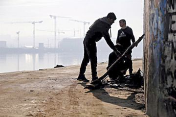 Indagan muerte de refugiados en custodia