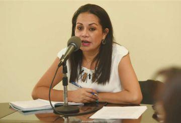 Ministra de Comunicación: ya no se financiará viáticos a dirigentes