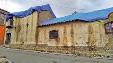 Lluvias humedecen muros de casa de Armando Alba