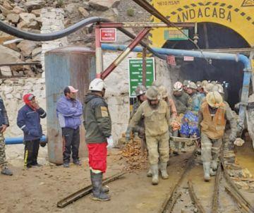 Bomberos rescatan de bocamina Andacaba a dos mineros muertos