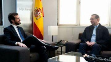 Líder conservador español discute con senador boliviano incidente en embajada