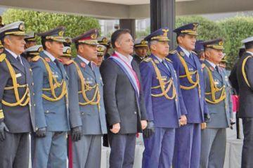 Ministro López dice que conversó con las FF.AA. antes que renuncie Evo