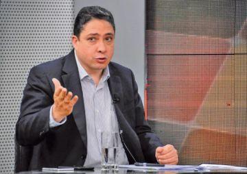 """Exministro Arce: """"no pretendo una salida ilegal de Bolivia"""""""