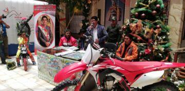 Gobernador y alcalde anuncian competencia de motociclismo en Caiza D
