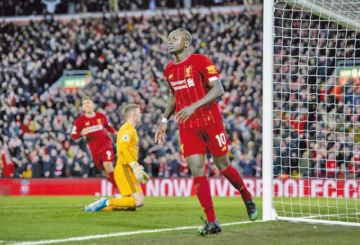Liverpool vence sin problemas a Sheffield