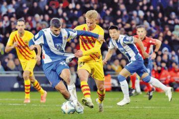 El coraje del Espanyol evita el liderato en solitario del Barza