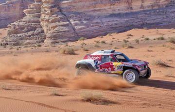 El español Carlos Sainz confirma candidatura a un nuevo Dakar al ganar la tercera etapa