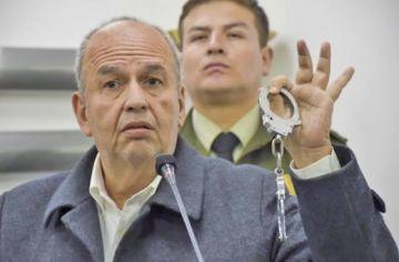 Murillo pide activar sello rojo contra Evo y este le pide su libreta militar