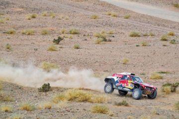 Peterhansel pasa al ataque ganando la cuarta etapa del Dakar en la que Sainz sigue líder