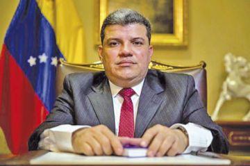 """El chavismo cierra filas en torno al """"opositor"""" Luis Parra"""