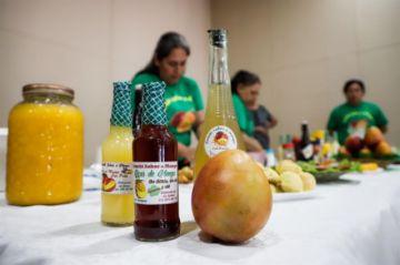 Paraguayas reemplazan la carne por el mango