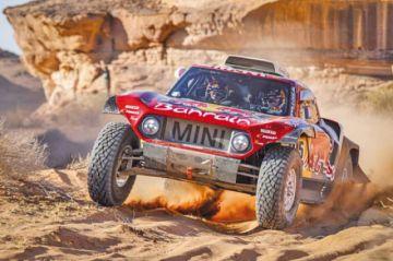 El español Carlos Sainz consolida el liderato tras ganar la quinta etapa del Dakar 2020