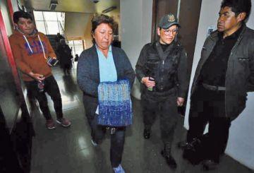 Va a prisión la funcionaria del exministro Quintana
