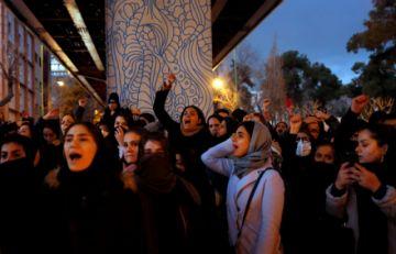 Los iraníes expresan ira por el derribo del avión ucraniano