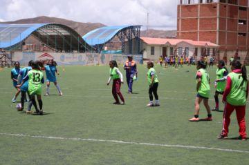 Jugadoras se prueban para ganarse un lugar en el equipo femenino lila