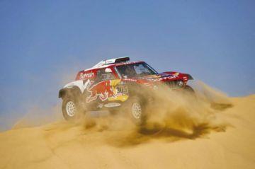 Carlos Sainz gana la etapa y refuerza su liderato a dos jornadas del final del Dakar