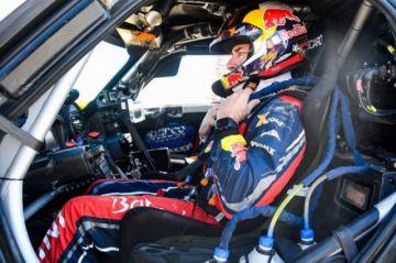 Carlos Sainz acaricia su tercer título  del Dakar tras ganar la penúltima etapa