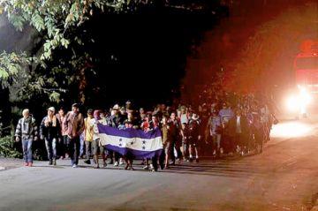 Hondureños inician caminata en busca de ingresar a EEUU