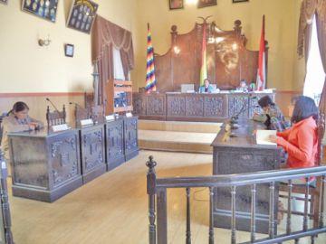 El Concejo cumple una semana sin salir de la crisis de directivas