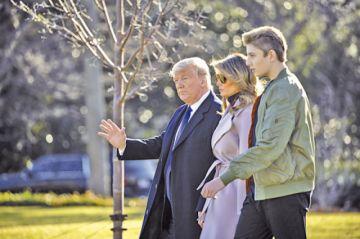 Donald Trump acude a veteranos políticos