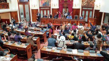 Asamblea: El MAS acepta las renuncias de Evo Morales y Álvaro García Linera