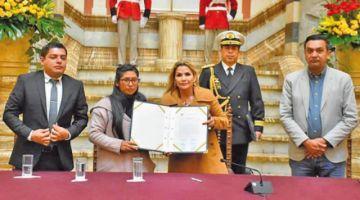 Jeanine Añez promulga la Ley Excepcional de Prórroga de Mandato