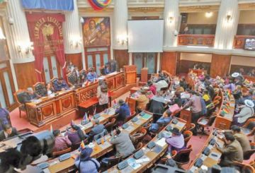 Legisladores aprueban las renuncias de Evo Morales y Álvaro García