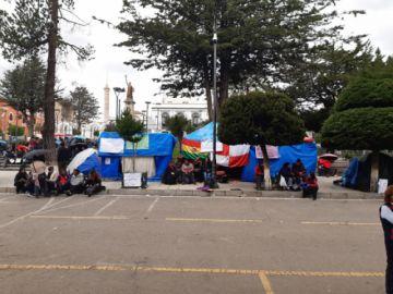 Salubristas anuncian masificar huelga de hambre en la plaza